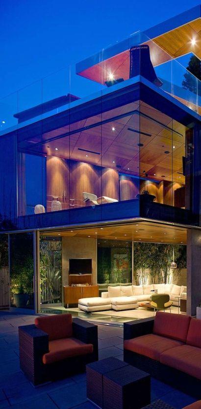 Long Beach Million Dollar Homes and Luxury Real Estate Agent Team- Ricardo the Realtor 562 533 4003 Naples Island